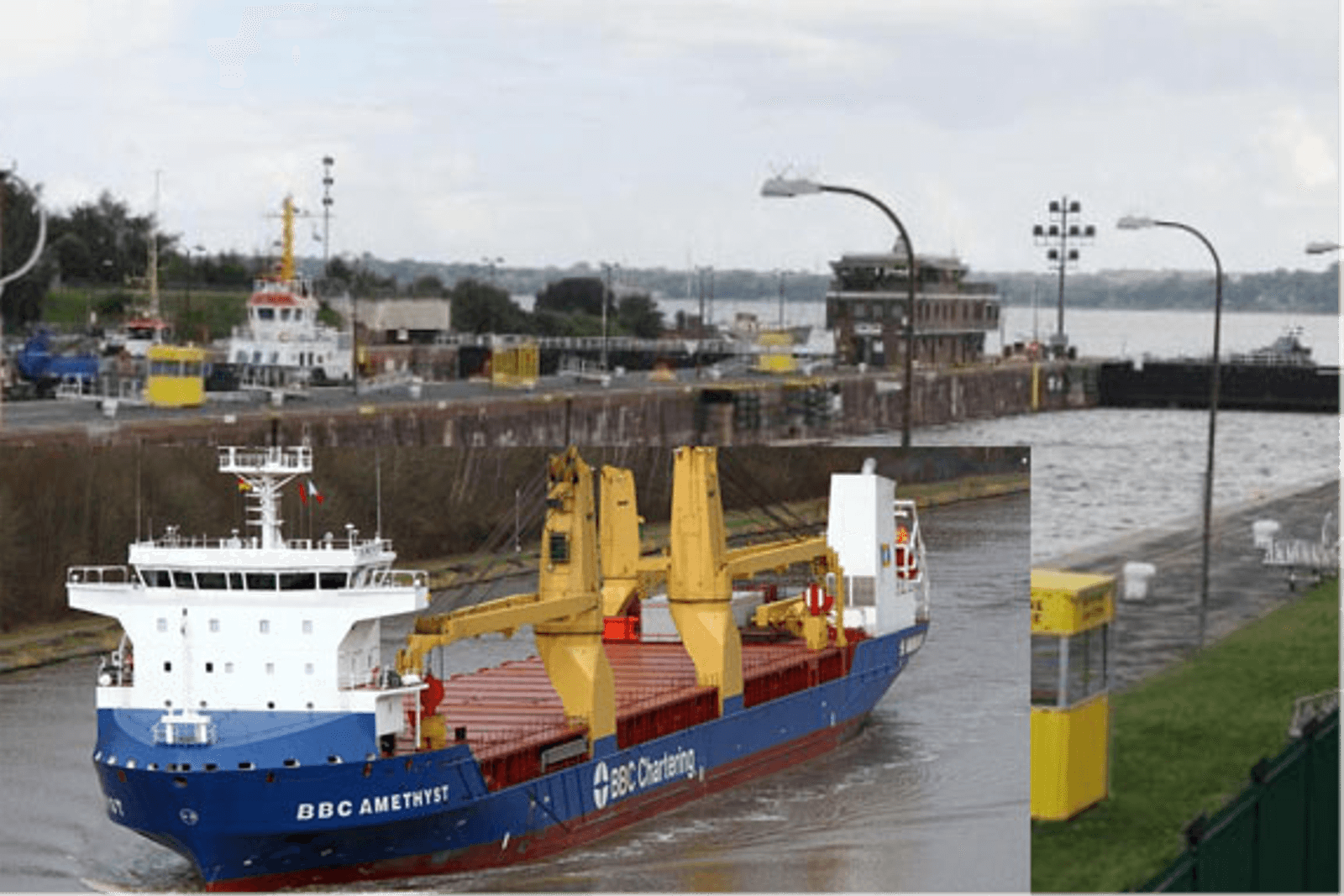 German freighter collided with Lock's control center, Kiel